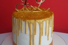 Gold-dripping-cake